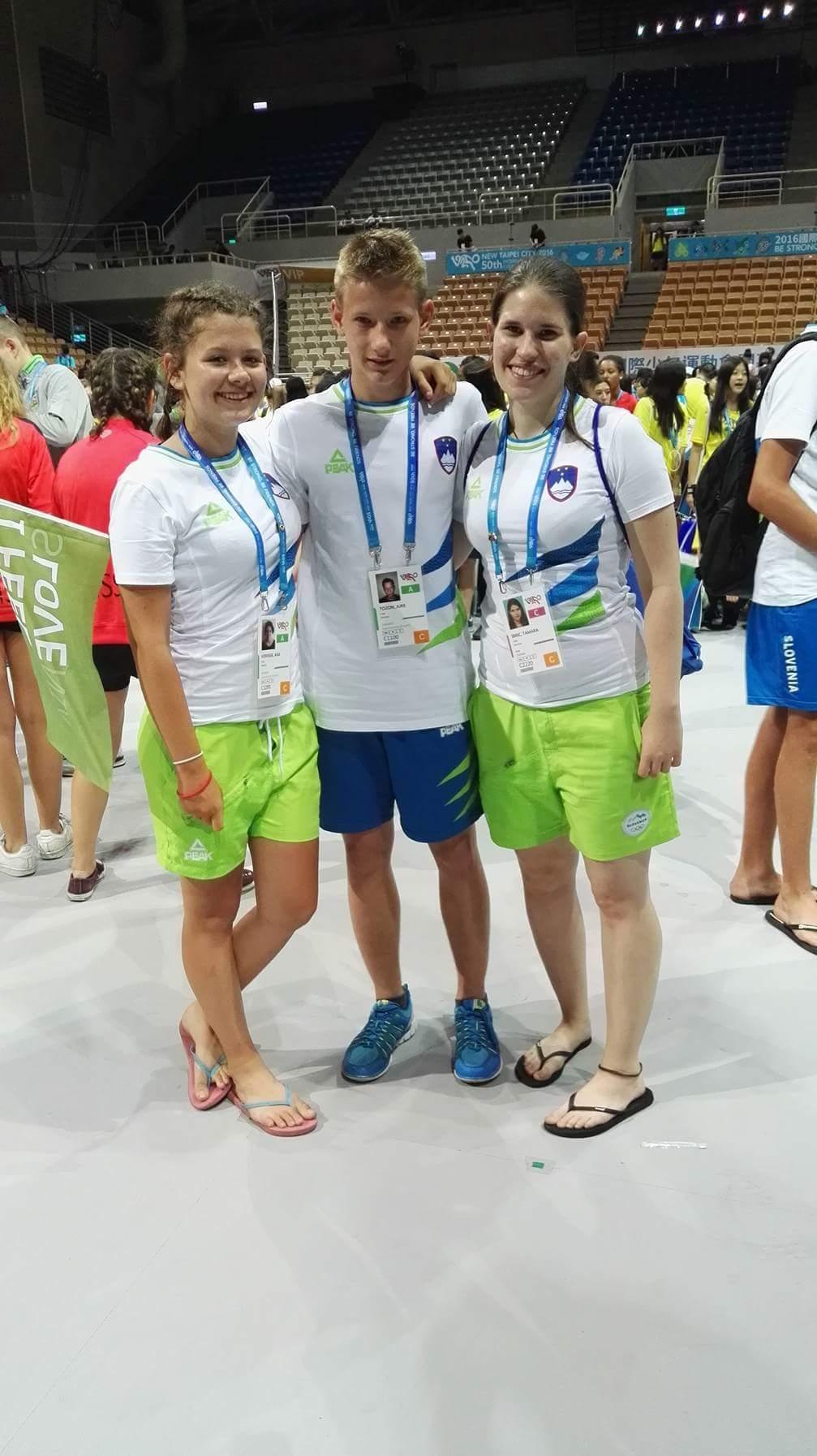Člani taekwondo ekipe od leve Ana Vornšek, Jure Tozon in trenerka Tamara Ibrić