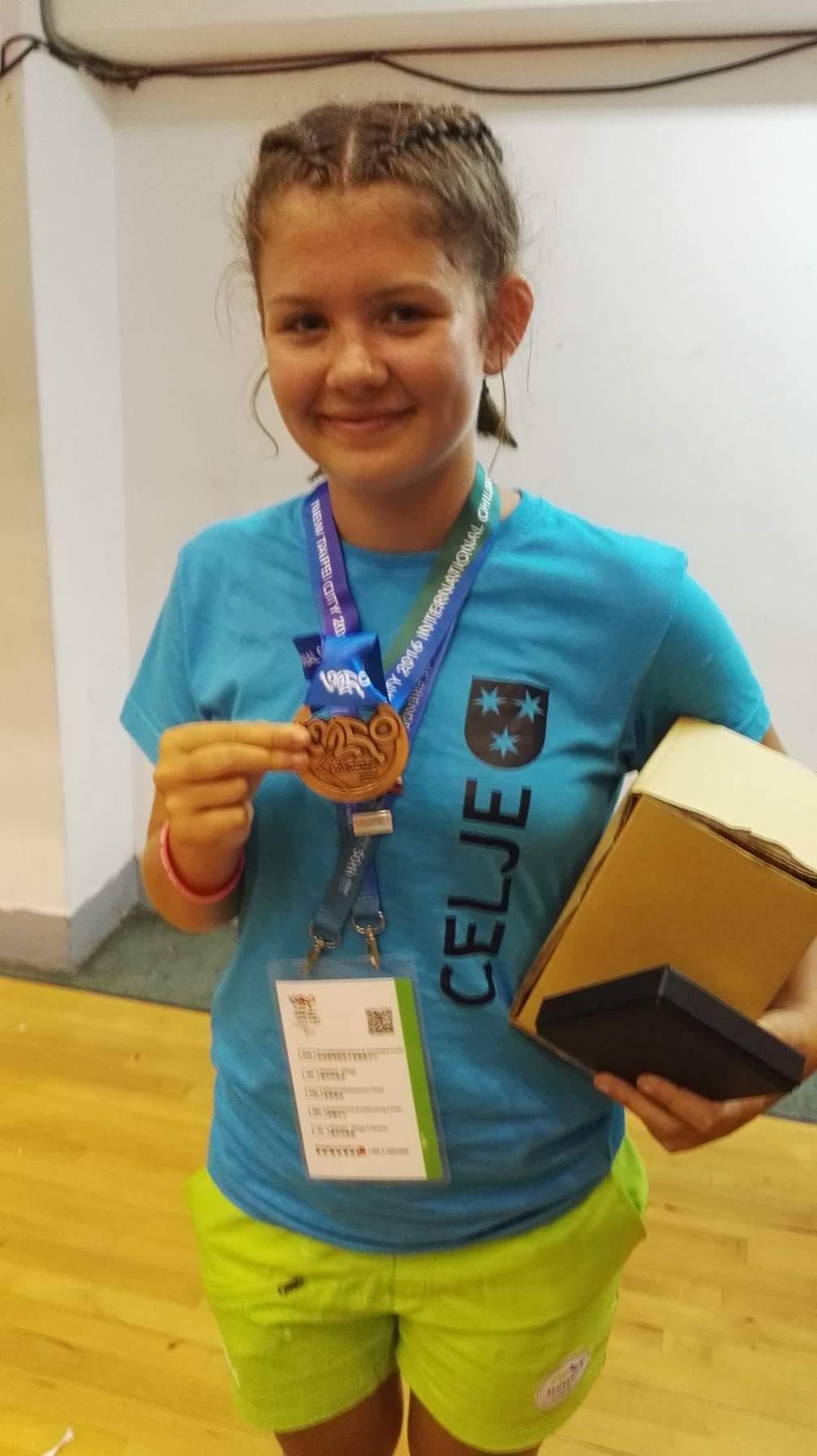 Ana Vornšek – ja medalje sem vesela saj je to zame neprecenljiva izkušnja. Vesela sem, da je bila ob meni trenerka Tamara Ibrić, ki nas je motivirala za nastop.